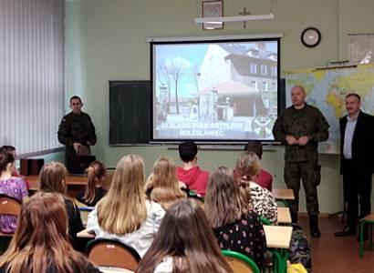 Spotkanie uczniów z dowództwem jednostki wojskowej